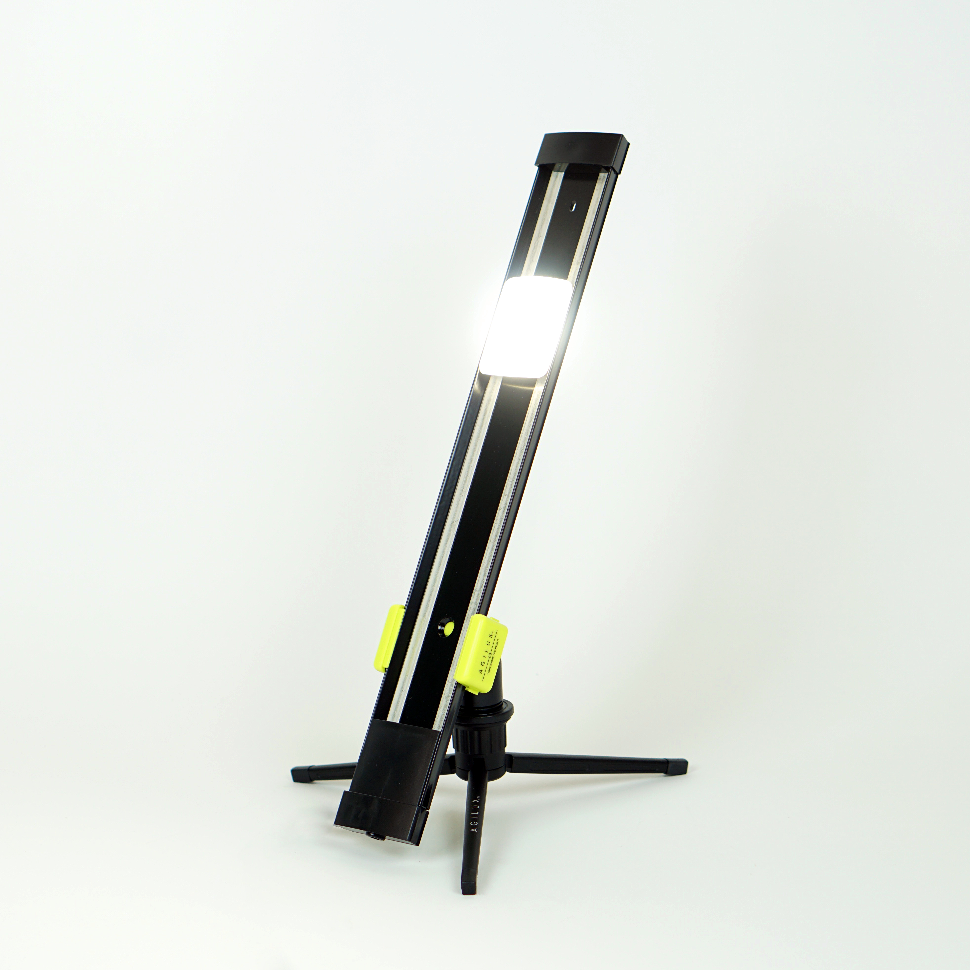 900 Lumen Portable Led Work Light With Mini Stand 18