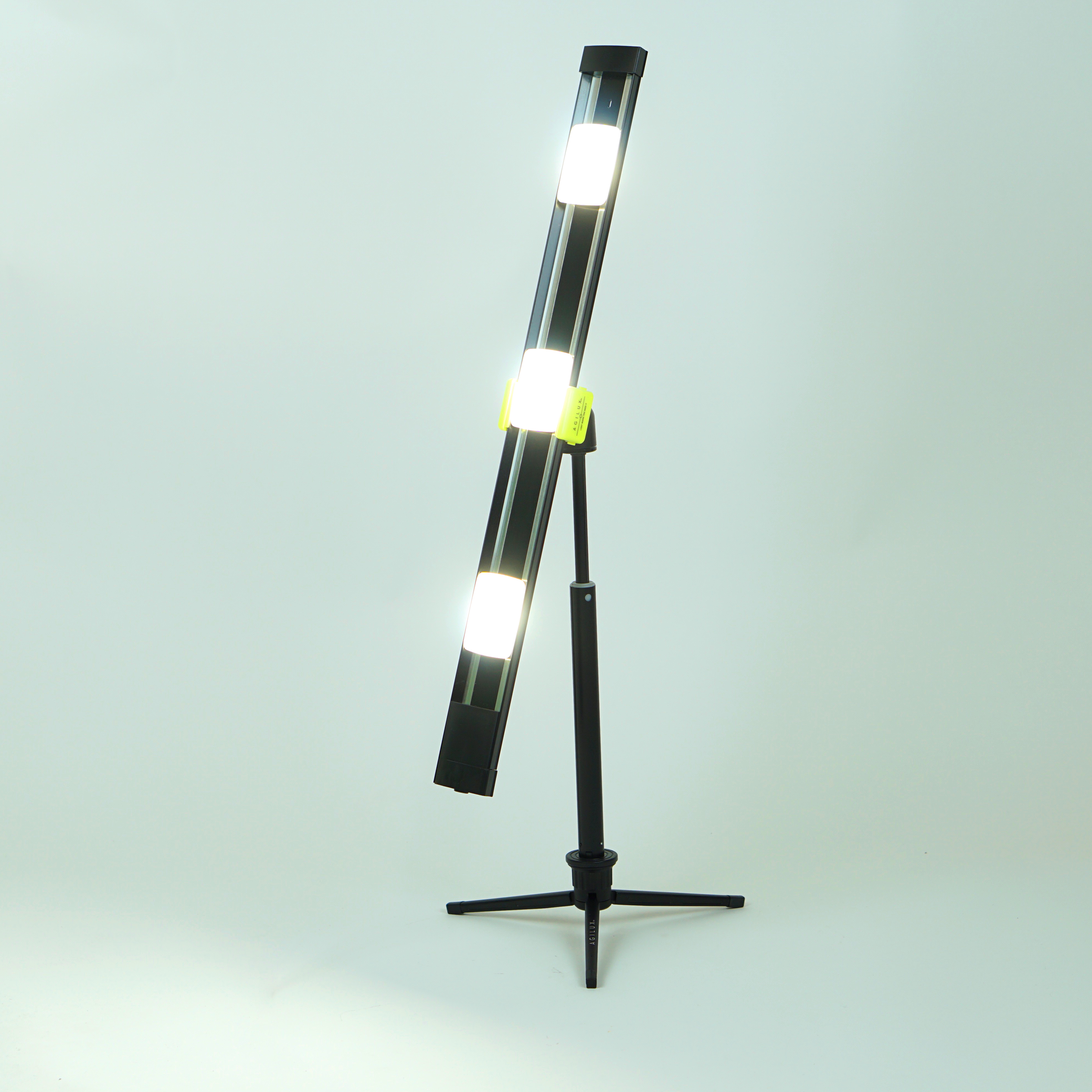2700 Lumen Portable LED Work Light With Mini-Stand